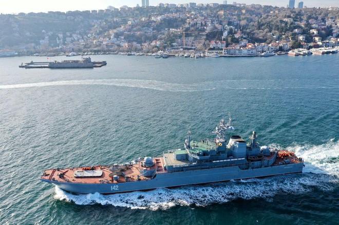 Thêm hai chiến hạm Nga tiến vào biển Đen ảnh 1