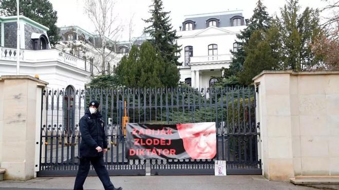 Séc xác nhận 20 nhân viên ngoại giao bị Nga trục xuất ảnh 1