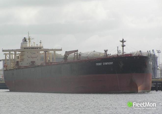 Va chạm tàu chở dầu tại cảng Trung Quốc, lượng lớn dầu loang ra biển Hoàng Hải ảnh 1