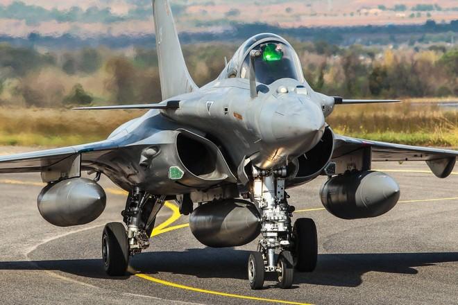 Pháp kí thỏa thuận bán tiêm kích Rafale với Ai Cập ảnh 1