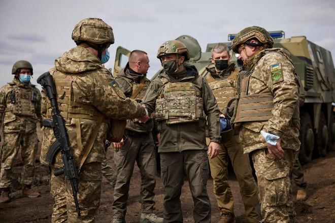 Ukraine đề nghị Mỹ kéo dài chương trình huấn luyện quân đội ảnh 1