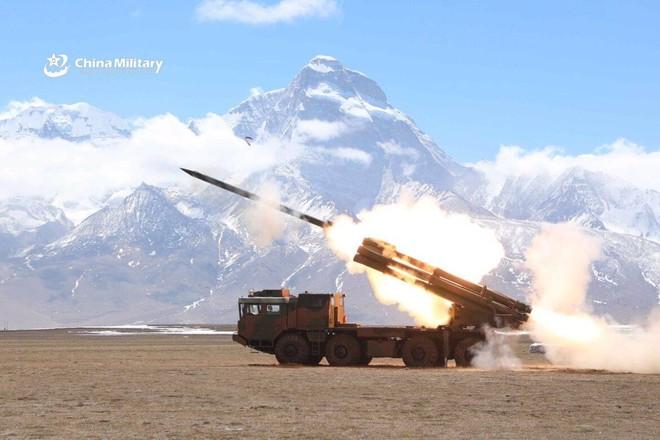[ẢNH] Trung Quốc triển khai hệ thống rocket phóng loạt PHL-03 đến gần biên giới Ấn Độ ảnh 6