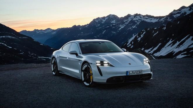 Porsche Taycan dính nghi vấn mất điện khi đang vận hành ảnh 1