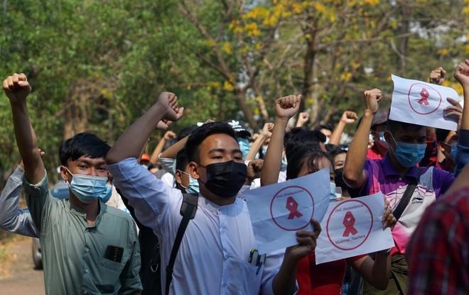 Hơn 125.000 giáo viên Myanmar bị đình chỉ công tác vì phản đối chính biến ảnh 1