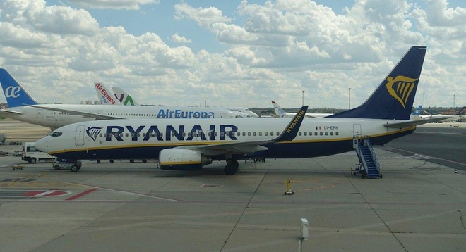 Belarus bất ngờ dừng máy bay thương mại qua không phận, EU phản ứng mạnh mẽ ảnh 1