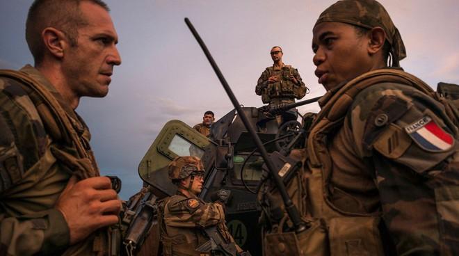 Pháp ngừng viện trợ quân sự với Cộng hòa Trung Phi ảnh 1