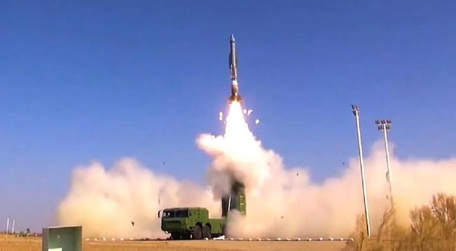 Trung Quốc tập trận phóng tên lửa đạn đạo DF-26 ảnh 1