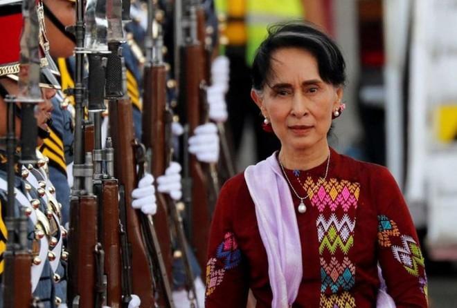 Bà Aung San Suu Kyi trải qua phiên xét xử đầu tiên trước tòa án Myanmar ảnh 1
