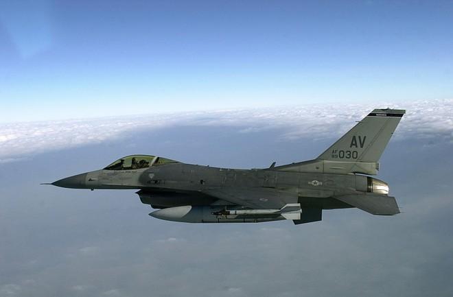 Mỹ thông qua thỏa thuận bán tiêm kích F-16 và tên lửa cho Philippines ảnh 1