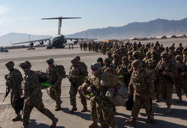 Quân đội Mỹ rút khỏi căn cứ không quân lớn nhất Afghanistan ảnh 1
