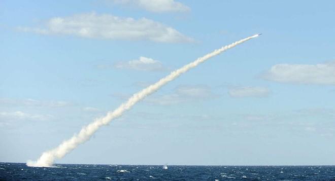[ẢNH] Hàn Quốc vừa phóng thử thành công tên lửa đạn đạo từ tàu ngầm? ảnh 1