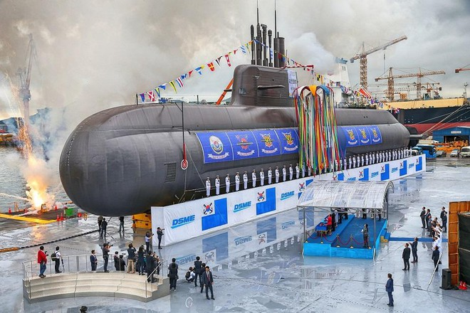 [ẢNH] Hàn Quốc vừa phóng thử thành công tên lửa đạn đạo từ tàu ngầm? ảnh 2