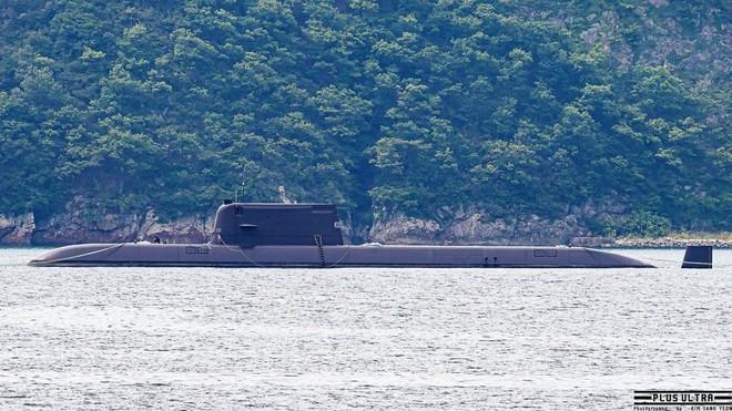 [ẢNH] Hàn Quốc vừa phóng thử thành công tên lửa đạn đạo từ tàu ngầm? ảnh 4