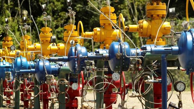 OPEC+ nhất trí tăng sản lượng để kiềm chế giá dầu mỏ ảnh 1