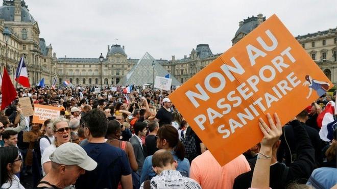 160.000 người Pháp biểu tình phản đối áp dụng 'giấy thông hành y tế' ảnh 1