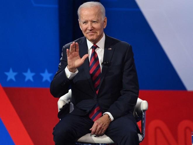 Tổng thống Joe Biden kêu gọi thưởng tiền cho những người tiêm vaccine ngừa Covid-19 ảnh 1