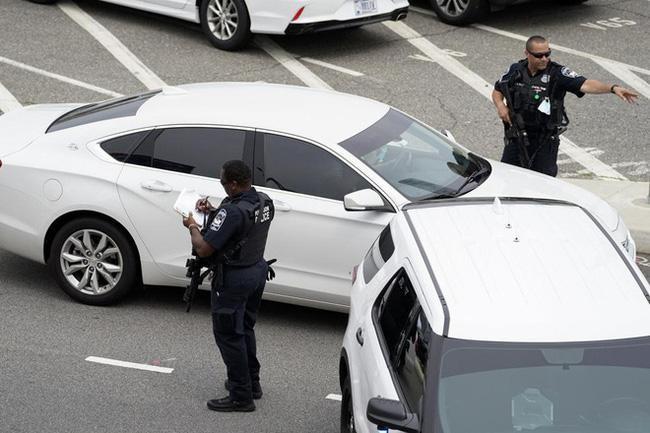 Lầu Năm Góc bị phong tỏa, một cảnh sát bị đâm thiệt mạng ảnh 1