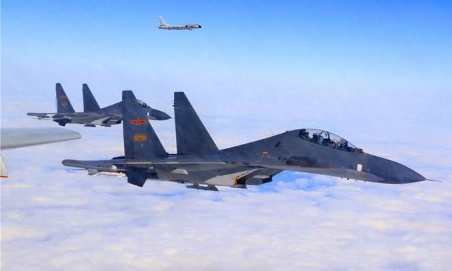 Nhiều máy bay quân sự Trung Quốc xuất hiện gần Đài Loan ảnh 1