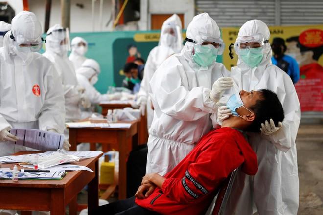 Indonesia có nguy cơ bùng phát dịch Covid-19 sau lễ hội Eid ul-Fitr ảnh 1