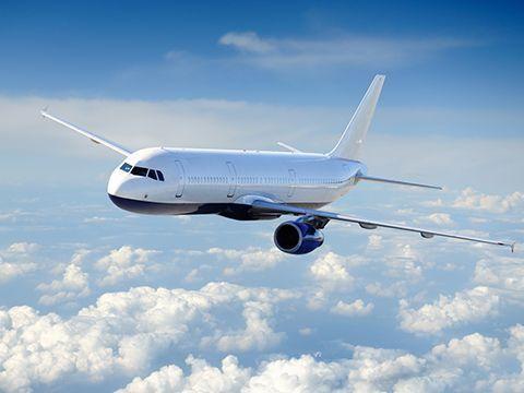 Dịch vụ và hàng không quốc tế phục hồi vào năm 2023 ảnh 1