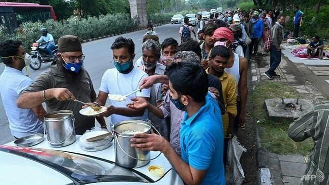 Hàng triệu người nghèo Ấn Độ rơi vào cảnh nghèo đói ảnh 1