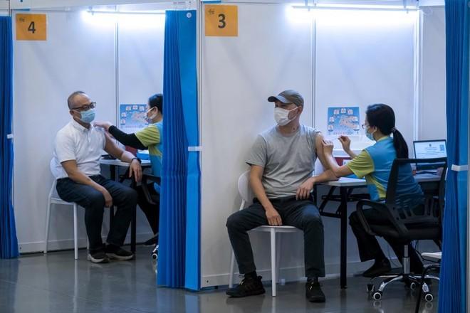 Hồng Kông: Tặng căn hộ triệu đô cho người tiêm vaccine Covid-19 may mắn ảnh 1