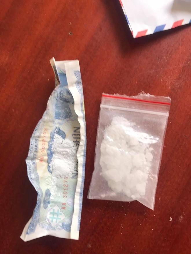 Cảnh sát 141 bắt giữ đôi nam nữ đi xe máy mang theo ma túy ảnh 2