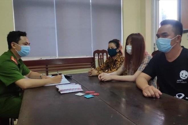 Ổ mại dâm núp bóng quán 'Cafe thư giãn 888' ảnh 1