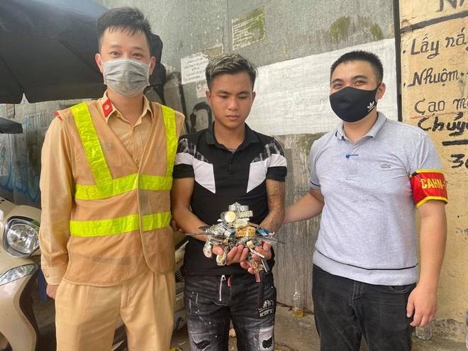 Trộm 27 chiếc đồng hồ hàng hiệu tại Lào Cai, trốn xuống Hà Nội gặp ngay... Cảnh sát 141 ảnh 1