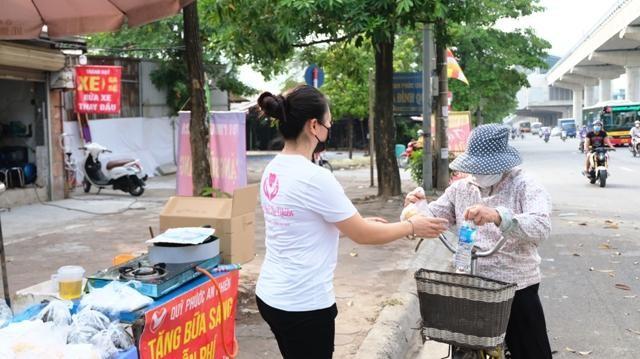 Ấm áp bữa sáng miễn phí cho lao động nghèo ảnh 3