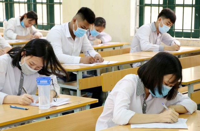 Nhận định về bài thi tiếng Anh: Bám sát các kiến thức ở đề thi tham khảo ảnh 1