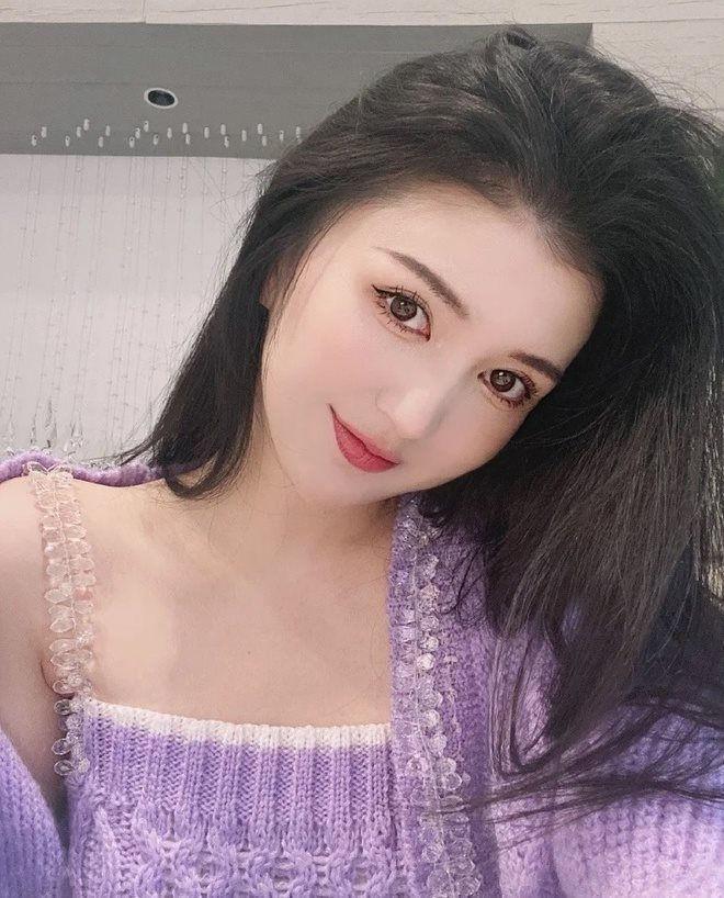 Trung Quốc: Nữ ca sỹ - người mẫu tử vong sau khi hút mỡ và nâng ngực ảnh 2