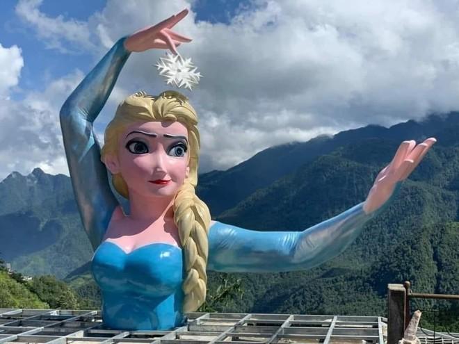 """Tạm dừng hoạt động cơ sở có bức tượng """"Nữ hoàng băng giá Elsa"""" tại Sa Pa gây tranh cãi ảnh 1"""