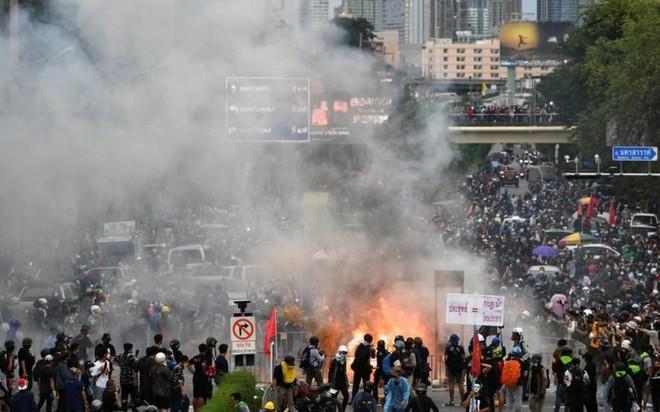 Thái Lan: Người dân biểu tình phản ứng cách Chính phủ ứng phó Covid-19 ảnh 1