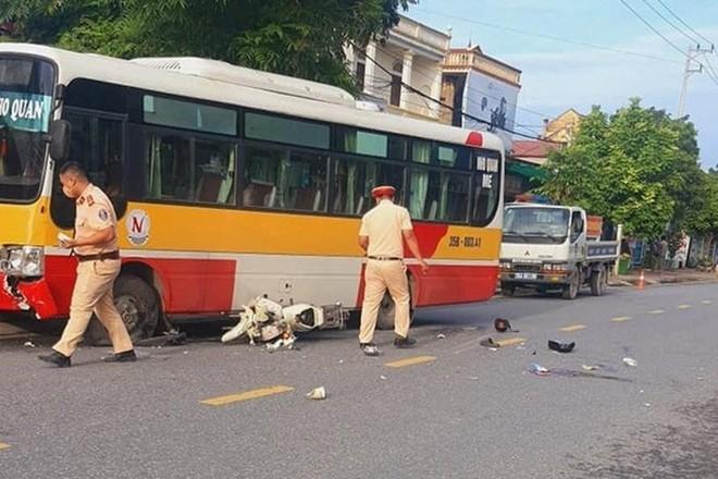 Va chạm với xe buýt, một học sinh tử vong tại Ninh Bình ảnh 1
