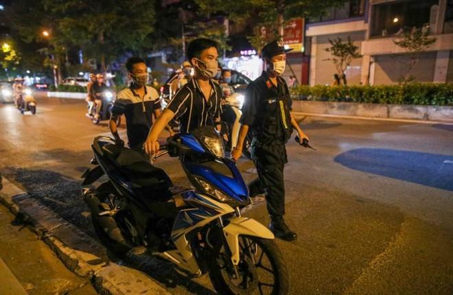 Lực lượng 141 xử phạt nhiều trường hợp vi phạm giao thông đêm Trung thu ảnh 2