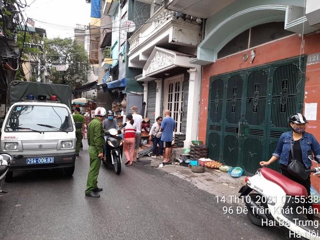 Công an quận Hai Bà Trưng ra quân lập lại trật tự giao thông, đô thị ảnh 2