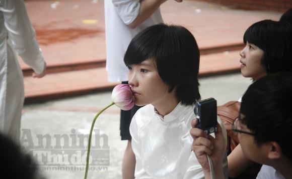 """Xúc động """"ngày chia xa"""" của thầy - trò trường THPT Nguyễn Tất Thành ảnh 3"""