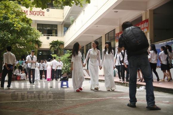 """Xúc động """"ngày chia xa"""" của thầy - trò trường THPT Nguyễn Tất Thành ảnh 18"""