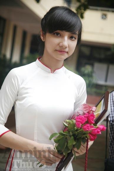 """Xúc động """"ngày chia xa"""" của thầy - trò trường THPT Nguyễn Tất Thành ảnh 15"""