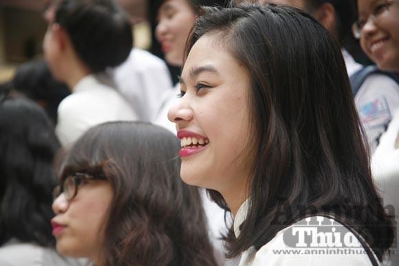 """Xúc động """"ngày chia xa"""" của thầy - trò trường THPT Nguyễn Tất Thành ảnh 14"""