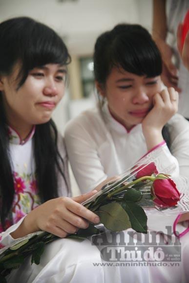"""Xúc động """"ngày chia xa"""" của thầy - trò trường THPT Nguyễn Tất Thành ảnh 5"""