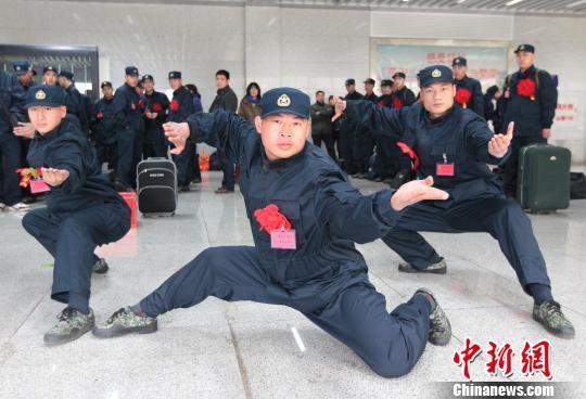Quán quân võ thuật thế giới gia nhập Hải quân đánh bộ Trung Quốc ảnh 1