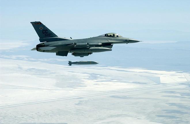 JSOW C-1 của Mỹ bay quá chậm nên rất dễ bị bắn hạ ảnh 1