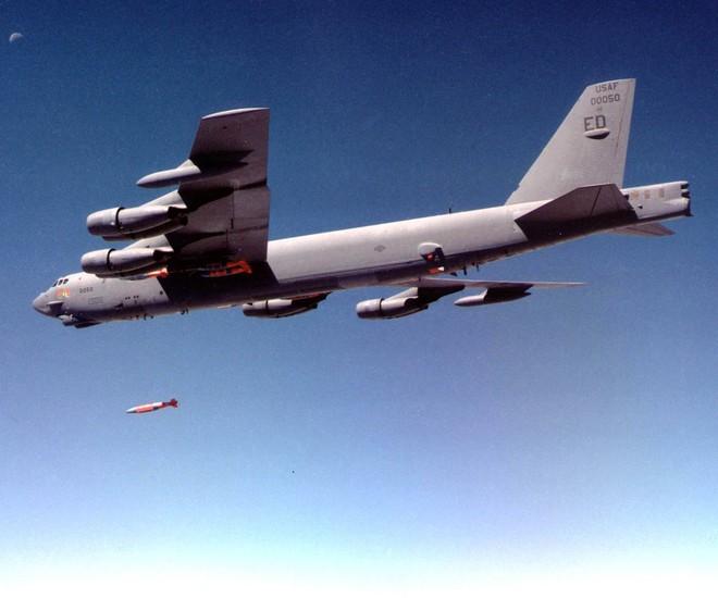 """2 loại vũ khí """"khủng"""" của Mỹ đứng đầu thế giới về… bay chậm ảnh 3"""