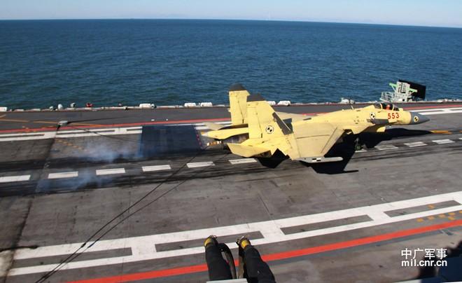 """Ba sự cố kỹ thuật """"sau ánh hào quang"""" J-15 của Trung Quốc ảnh 1"""
