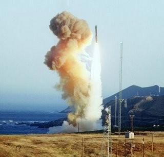 Sức mạnh hủy diệt LGM-30 Minuteman-3 khiến Mỹ sợ Triều Tiên nổi giận ảnh 2