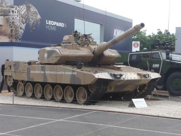 Sau Mỹ, Đức ồ ạt bán xe tăng, pháo tự hành sang Trung Đông ảnh 1