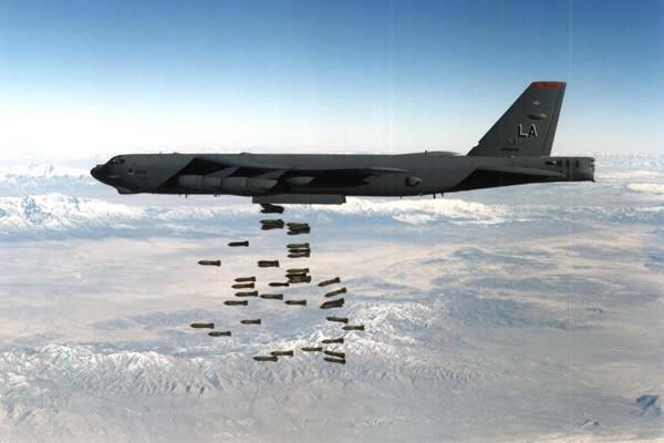 """Mỹ tung """"ngáo ộp"""" B-52 đến Guam để dọa Triều Tiên ảnh 1"""
