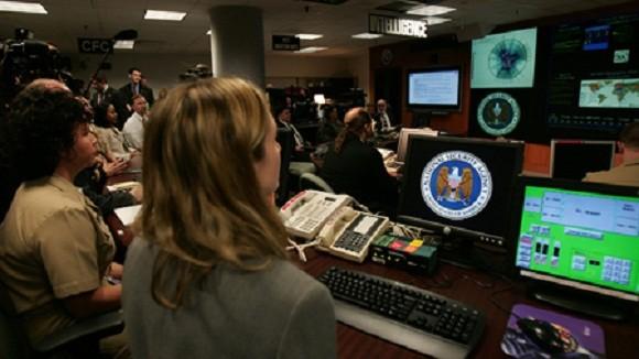 Bất chấp bê bối, Nhà Trắng vẫn khăng khăng bảo vệ NSA ảnh 1
